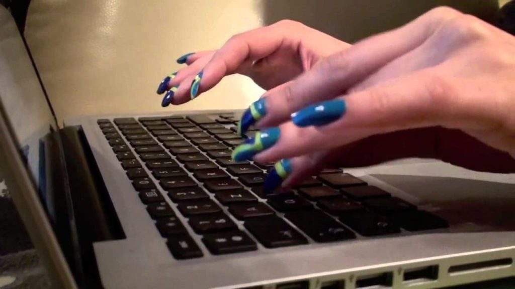 A few cool tips on how to care for your nails during summer